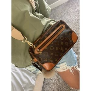 Louis Vuitton crossbody authentic dragonne